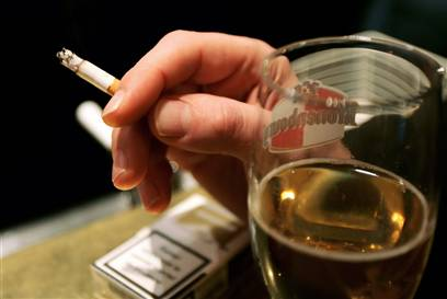 correlation of smoking and drinking while Treating these patients presents challenges because the relationship between alcohol and tobacco dependence and major depression is complex and self-sustaining patients may drink or smoke in an attempt to self-medicate to alleviate their feelings of depression (63-65.