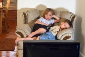 Πόσες ώρες τηλεόραση να βλέπει το παιδί μου; Kids-tv